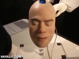 Enlace a Una cara animatrónica espeluznantemente real
