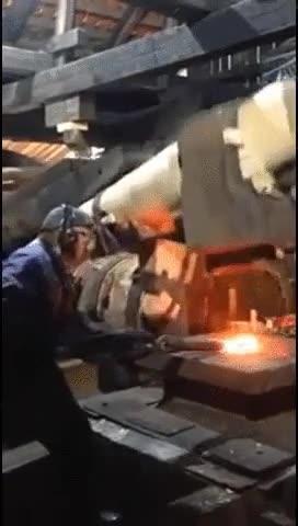 Enlace a Un martillo sueco de 333 años de antigüedad, restaurado para volver a funcionar