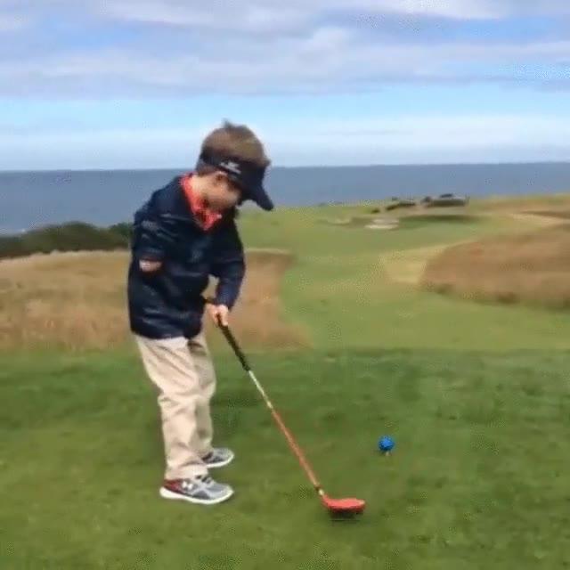 Enlace a Tommy Morrissey, el joven golfista de 4 años con un solo brazo
