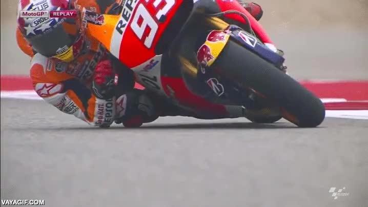 Enlace a La velocidad extrema en una curva a cámara lenta en Moto GP