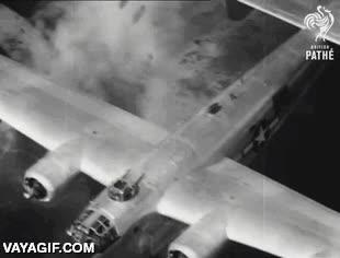Enlace a Un bombardero B-24 derribado en pleno vuelo