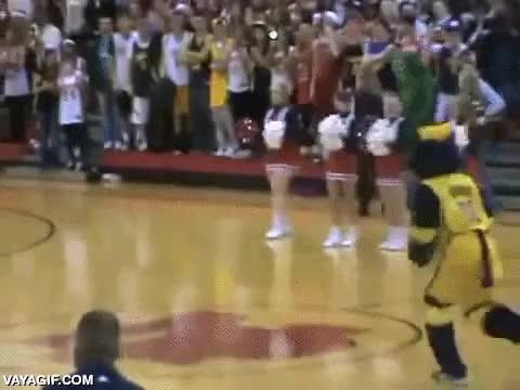 Enlace a Hagamos un espectácul al descanso del partido de basket, ¿qué podría salir mal?