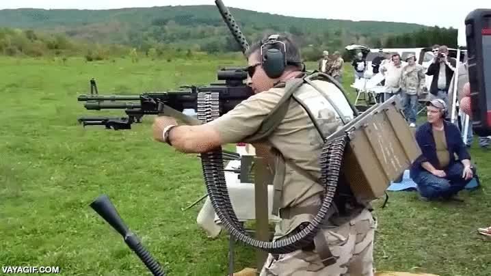 Enlace a Creo que a este soldado no se le van a acabar las balas
