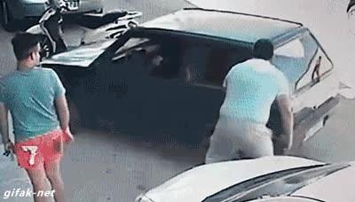 Enlace a Cuando te da pereza hacer maniobras para sacar el coche (y eres el increíble Hulk en secreto)