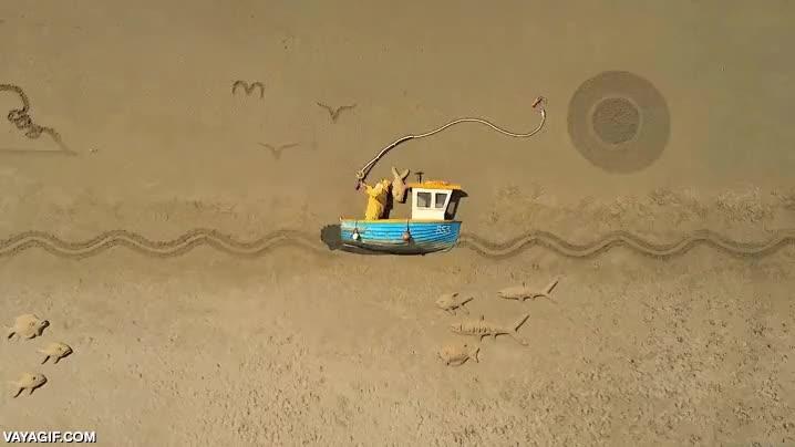 Enlace a Una animación de pesca en stop-motion sobre arena con final sorpresa