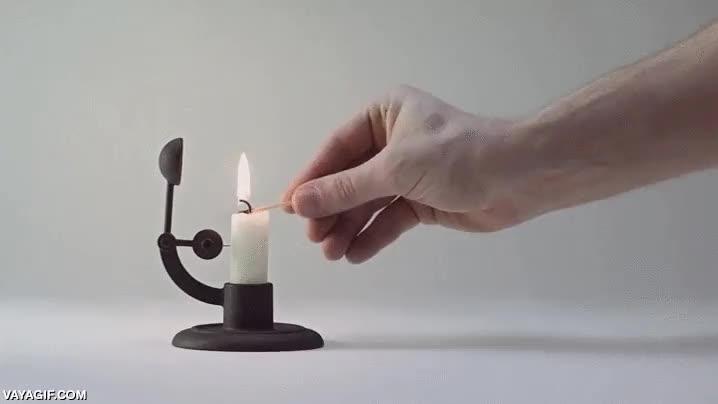 Enlace a Simple e ingenioso, el candelabro que apagaba las velas automáticamente