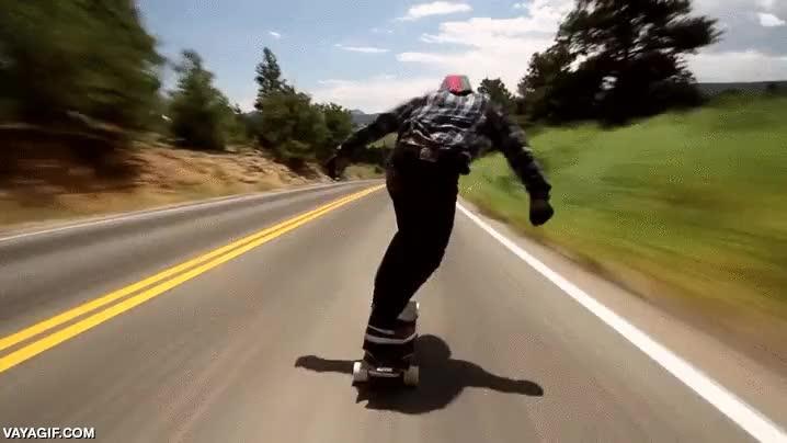 Enlace a A 110 km/h en un longboard, la gente está muy loca