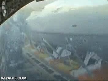 Enlace a Todo un comando de los Navy Seal saltando desde un avión en marcha