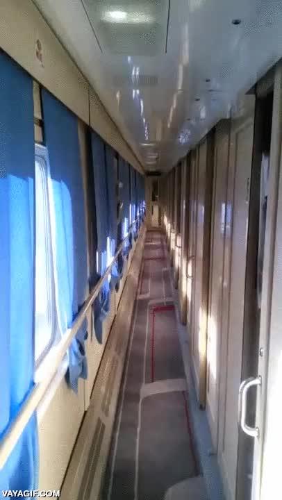 Enlace a El tren donde las sombras van a por ti