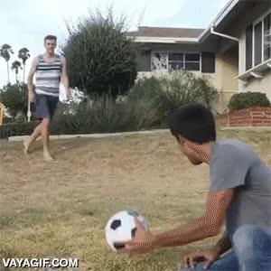 Enlace a ¡Espera, no chutes ese balón, que no es lo que parece!