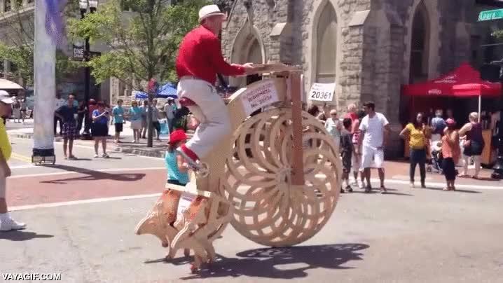 Enlace a ¿Ruedas para la bicicleta? Yo soy más de usar patas de madera...