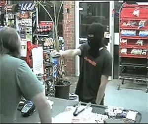 Enlace a Cuando el dependiente de la tienda se planta ante el atracador, ¿qué pasa?