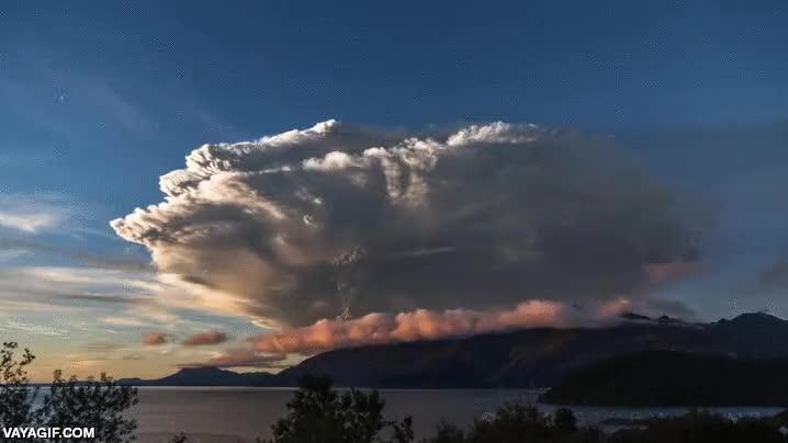 Enlace a Time-lapse de la erupción de un volcán