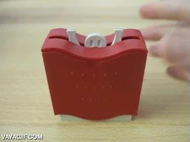 Enlace a Un más que ingenioso dispensador de palillos