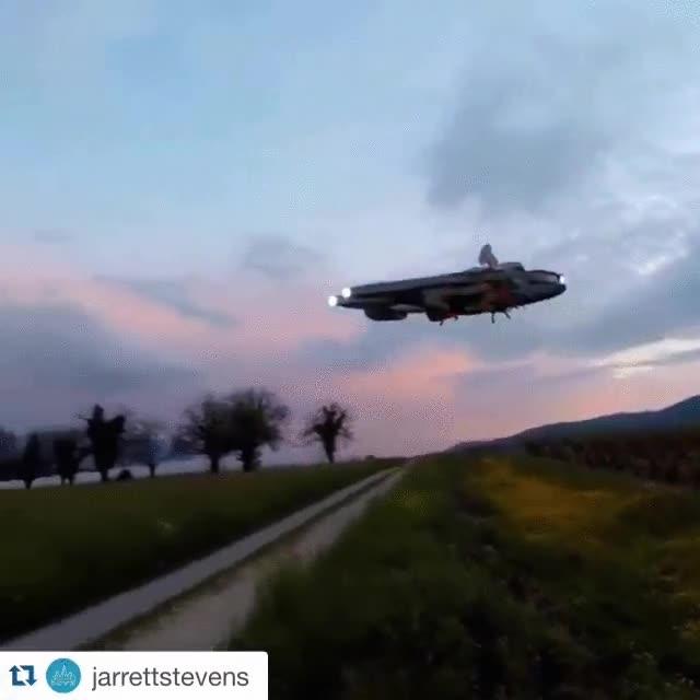 Enlace a El dron del Halcón Milenario, ¡QUIERO UNO YA!