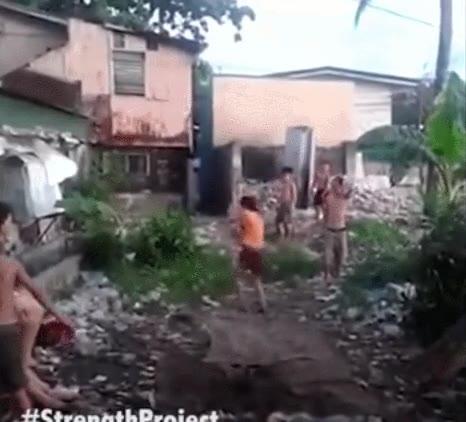 Enlace a Auténticos maestros de las acrobacias en medio de los escombros