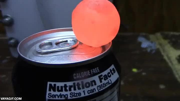 Enlace a Hay muchas formas de abrir una lata sin usar las manos, como con una bola de níquel al rojo vivo
