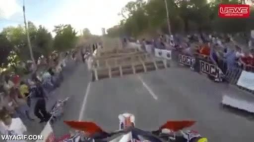 Enlace a Creo que al diseñador de este circuito de obstáculos para motos se le ha ido un poco de las manos