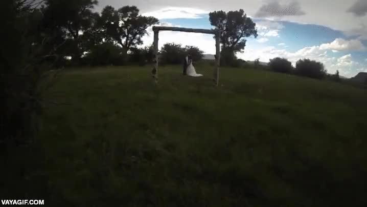 Enlace a Si realmente sueñas con un dron para hacer fotos y vídeo en tu boda, piénsalo dos veces