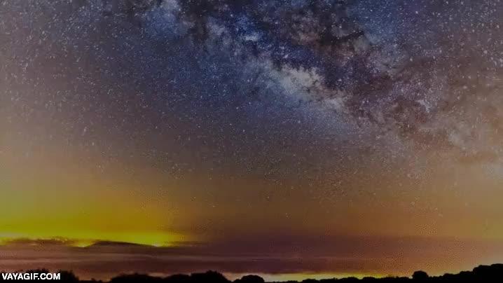 Enlace a ¿Te parece que la Tierra realmente no rota y está quieta? Mira bien este gif