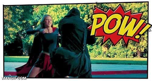 Enlace a Así serían los combates de Supergirl si fuesen como los del Batman de Adam West