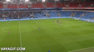 Enlace a Gol del portero desde medio campo, menuda cantada del rival