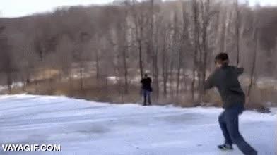 Enlace a ¿Quién necesita patines de cuchillas para deslizarse por una bajada helada?