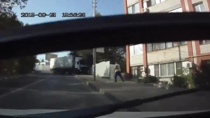 Enlace a ¿Pero de qué iba cargado este camión? ¿De harina?