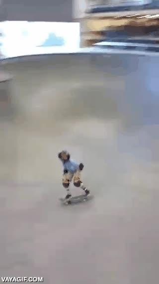 Enlace a Este joven skater se marca un 900º como si tal cosa, menudo crack llegará a ser
