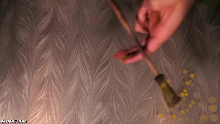 Enlace a Haciendo magia cromática con gotitas de pintura
