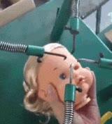 Enlace a Mi hermanita no volvió a ser la misma después de aquella excursión a la fábrica de muñecas