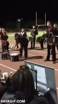 Enlace a A este tío la percusión le lleva de cabeza