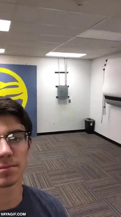Enlace a El maestro del lanzamiento de espaldas