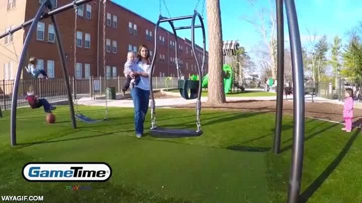 Enlace a El mejor sistema de columpio para jugar con tu peque en el parque
