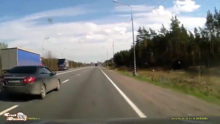 Enlace a Esto es lo que puede pasar cuando un camionero se queda dormido al volante