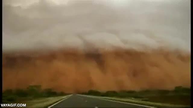 Enlace a Nada, la típica tormenta de arena australiana