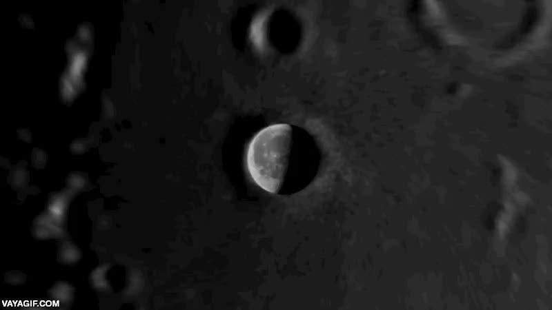 Enlace a La luna en un cráter