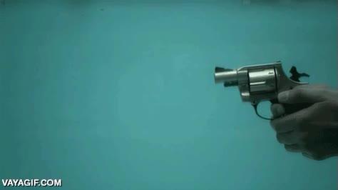 Enlace a Por pequeño que sea el revólver, el efecto de su disparo bajo el agua sigue siendo increíble
