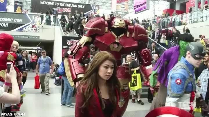 Enlace a Un Hulkbuster casi de tamaño real en la New York Comic Con