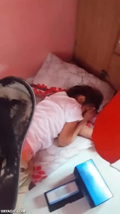 Enlace a Cuando estás muy dormido después de una noche de fiesta