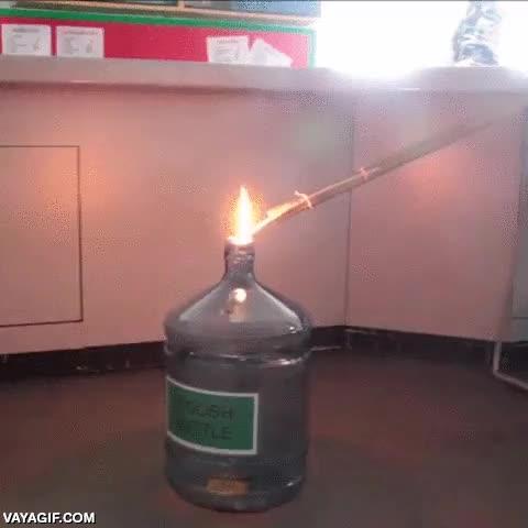 Enlace a Con una garrafa de agua y un poco de alcohol te puedes fabricar tu propio motor a reacción