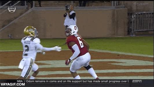 Enlace a Atrapar un pase para touchdown desde la espalda del defensa rival