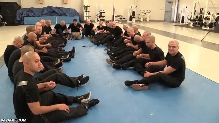 Enlace a Los cadetes de Albuquerque aprendiendo como el cuerpo humano conduce la electricidad de un táser