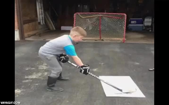 Enlace a Cómprale un stick de hockey al niño, será divertido