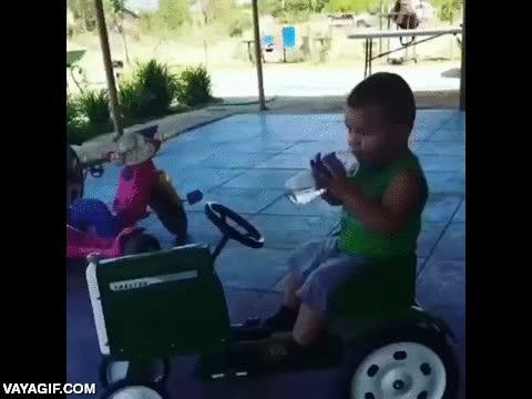 Enlace a La adorable torpeza y estupidez de algunos niños pequeños