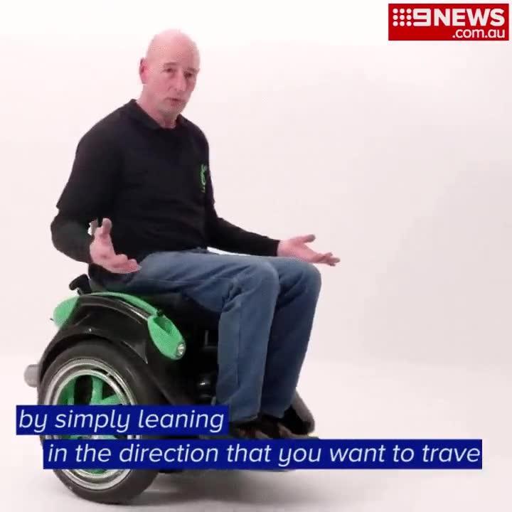 Enlace a Una silla de ruedas que se conduce sin manos con el mismo sistema que los segways, brillante