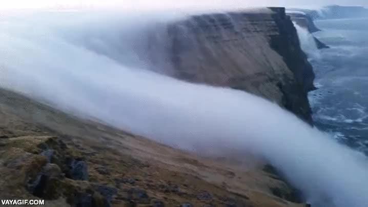 Enlace a La catarata de niebla