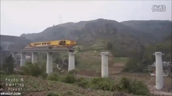 Enlace a Maravillas tecnológicas (obviamente japonesas), la máquina constructora de puentes