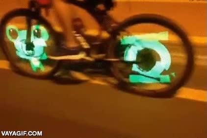 Enlace a Los de las bicicletas con ruedas LED han mejorado todavía más su invento
