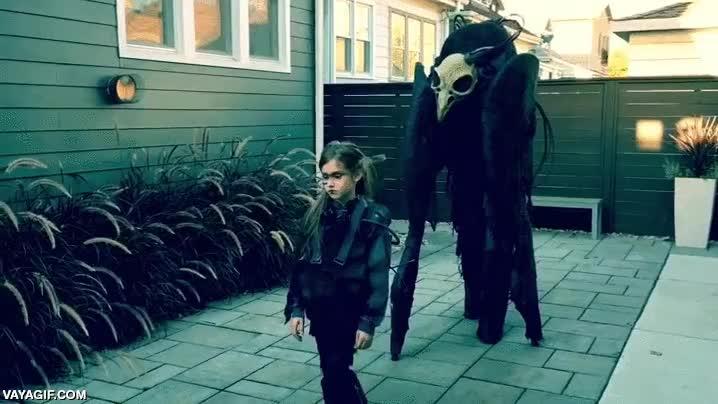 Enlace a Este padre y su hija ya están listos para Halloween, o para el apocalipsis